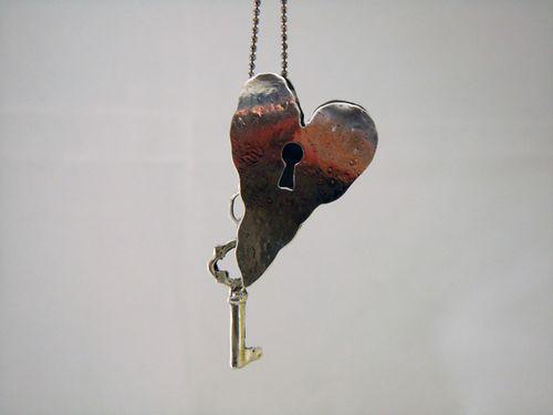 Hollow Heart w Key