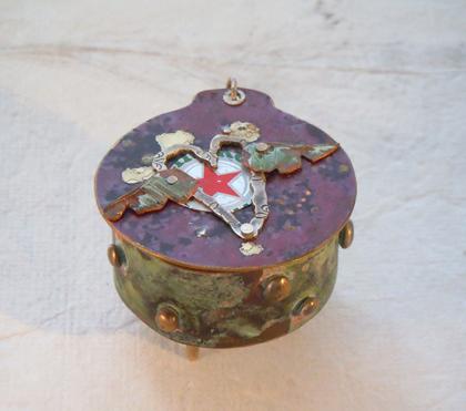 Round heart box 1
